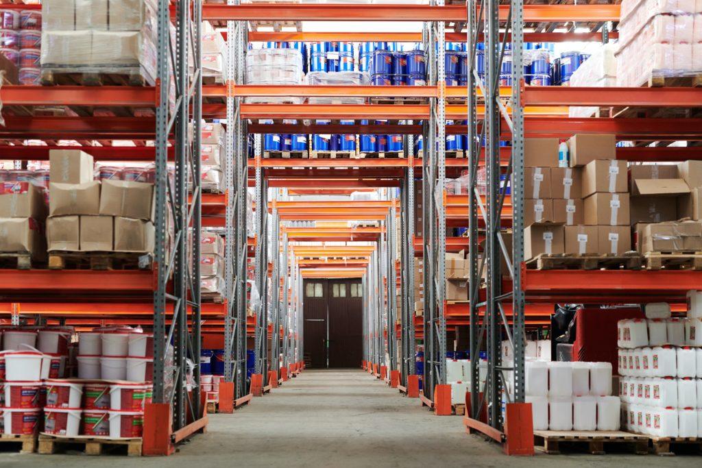 Kennzahlen für das Logistik- und Supply Chain Controlling: Zum Controlling von Beständen eignen sich die Kennzahlen  Bestandsreichweite oder Umschlagshäufigkeit.